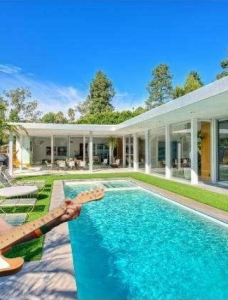 Celebrity Real Estate: Jimmy Buffet's new $8.25 million Beverly Hills home