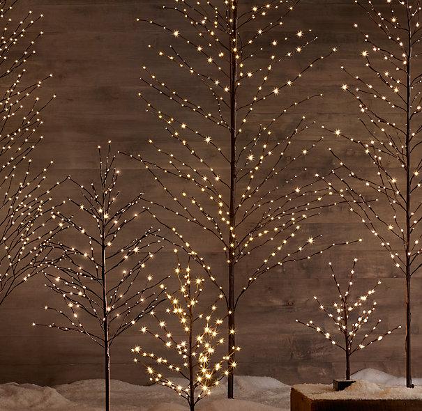 6. STARLIT CHRISTMAS TREE